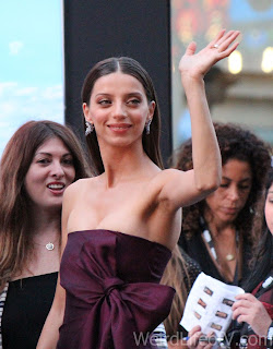 Angela Sarafyan waving to the fans at the Westworld red carpet premiere in Hollywood.