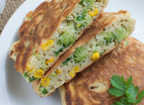Jedyna wegetarianka na rodzinnej imprezie + wytrawne racuchy z brokułem i kukurydzą