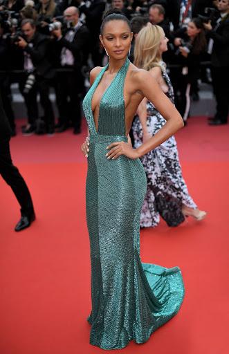 Lais Ribeiro red carpet fashion dresses photo