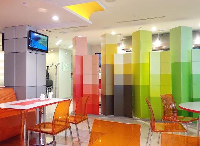 Gambar Desain Cafe unik Banyak Warna