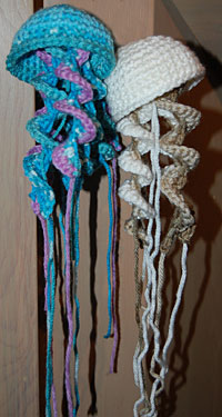 Crochet Jellyfish Pattern Ideas {Video | Crocheted jellyfish ... | 375x200