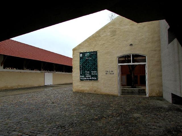 porta de entrada da loja da Casa de Arquitetura em Matosinhos