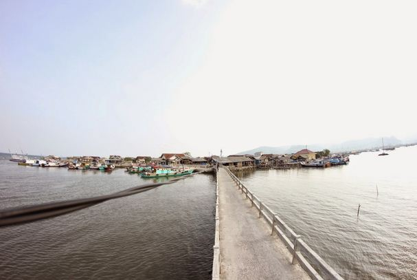Pulau Pasaran dari Jembatan Penyeberangan