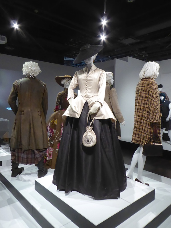 Claire Fraser costume Outlander season 2