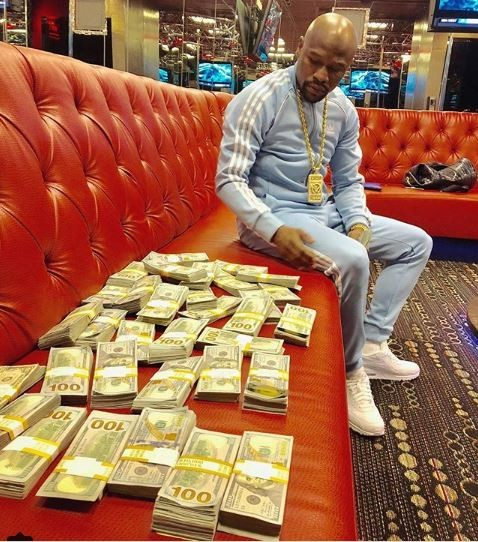 Floyd Mayweather flaunts wads of cash, says he poses like this to motivate his haters to get money