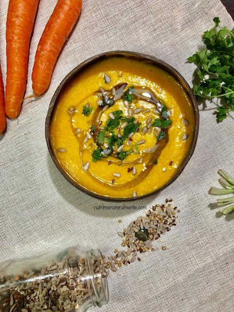 Crema vegana y sin gluten de zanahoria, calabaza y quinoa