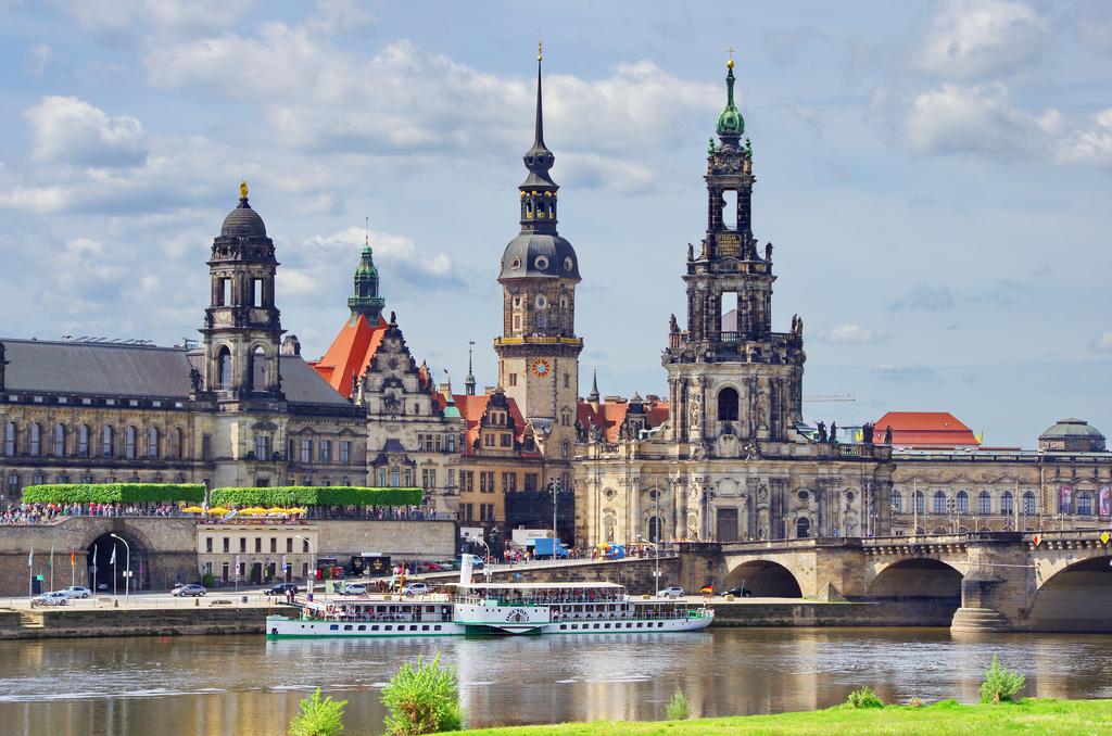 dresden capital city of germany world for travel. Black Bedroom Furniture Sets. Home Design Ideas