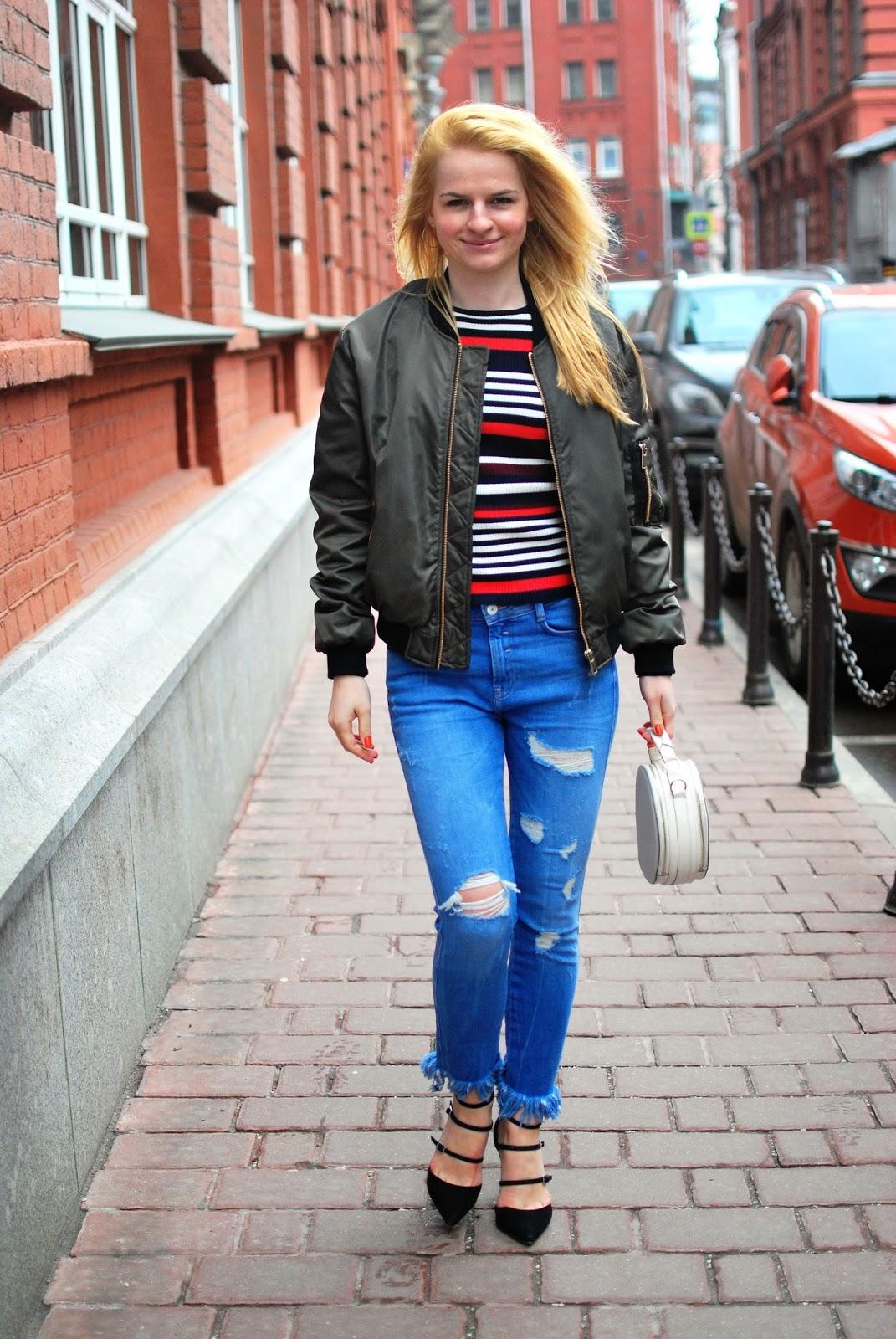 луки 2016 весна, модные идеи, луки с рваными джинсами, оливкой бомбер идеи,