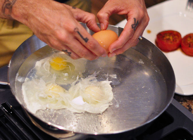 poached eggs cooking