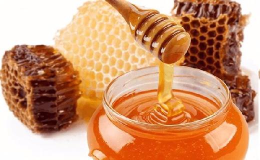 madu juga dapat dijadikan untuk mengatasi berbagai permasalahan kecantikan kulit seperti bopeng bekas jerawat, menyamarkan kulit hitam, menghilangkan warna kehitaman pada luka bakar, bekas koreng,...