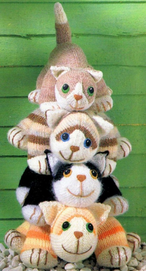 Four Knitted Cats - Free Pattern