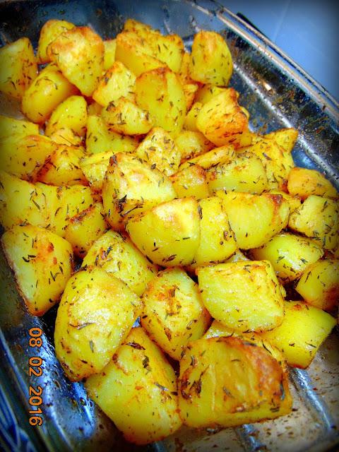 Chrupiące ziemniaki pieczone w piekarniku