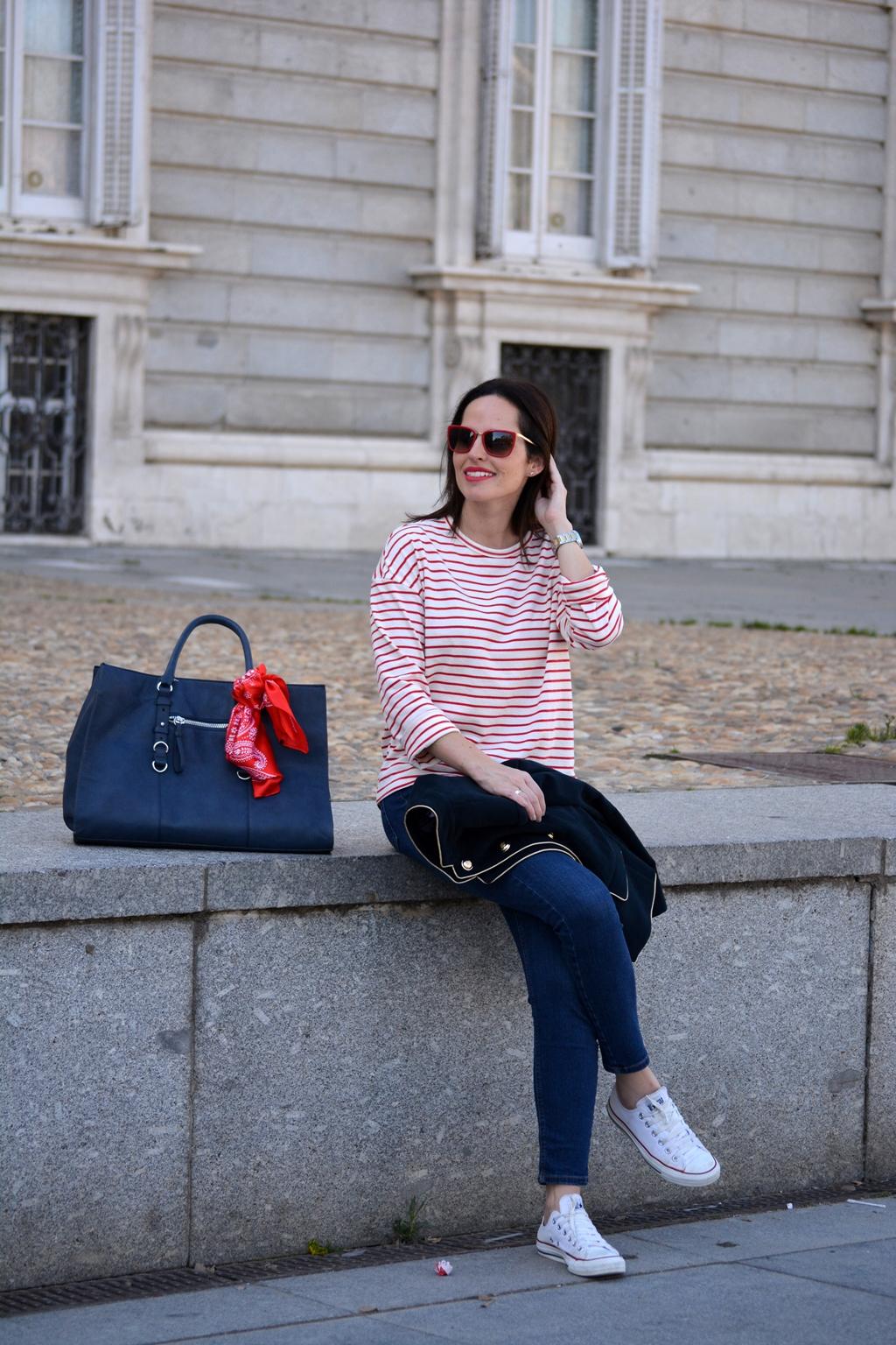 look-camiseta-rayas-roja