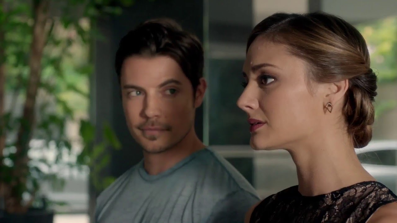 Josh Henderson y Christine Evangelista en The Arrangement