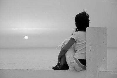 imagen mujer+mirando cielo