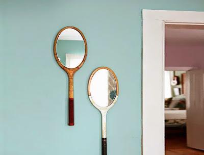 Simpáticos espejos hechos con raquetas.