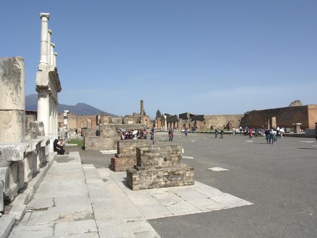 Pompeje- podstawowe i przydatne informacje