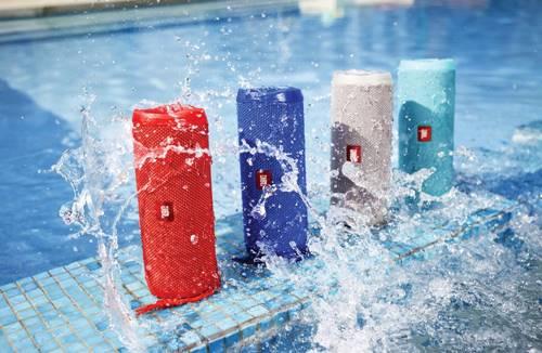 Loa bluetooth JBL Flip 4 có khả năng chống nước tuyệt vời