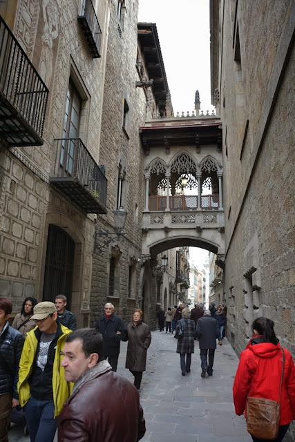 Barri Gotic Barcelona bridge