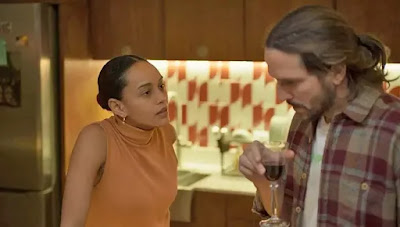 Vitória (Taís Araujo) pergunta sobre Amanda (Camila Márdila)