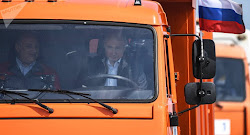 Long-awaited train traffic opens on Crimea Bridge as Putin becomes first passenger (VIDEO)