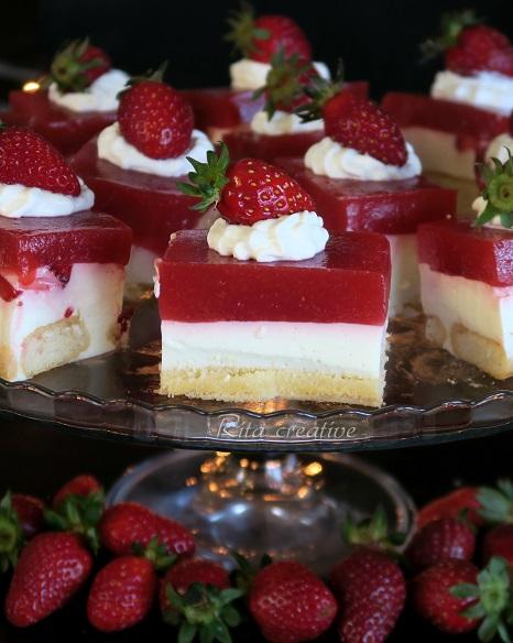 ciasto z jogurtem i truskawkami