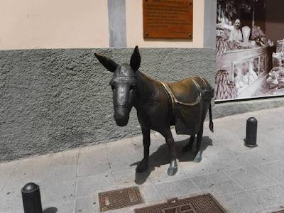 statua asino