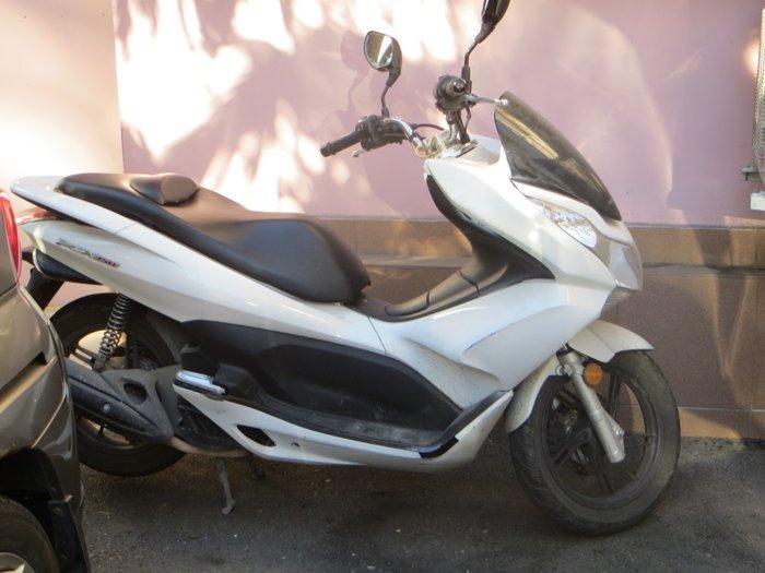 Honda PCX 150 белого цвета