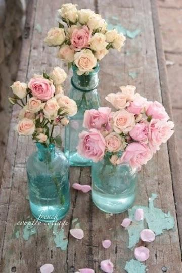 Cantiknya 13 Vas Bunga dari Botol Kaca Bekas Ini