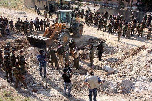 Descubren otra fosa común con miles de cuerpos en Siria