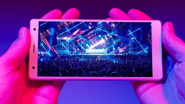 """Sony'nin yenilenen tasarımı ile """"Xperia™ serisi, akıllı telefonda eğlenceyi en üst seviyeye taşıyor"""