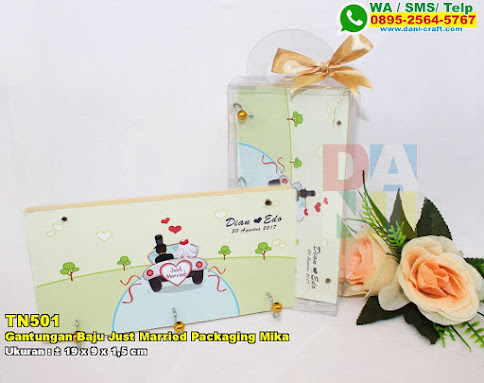 Gantungan Baju Just Married Packaging Mika