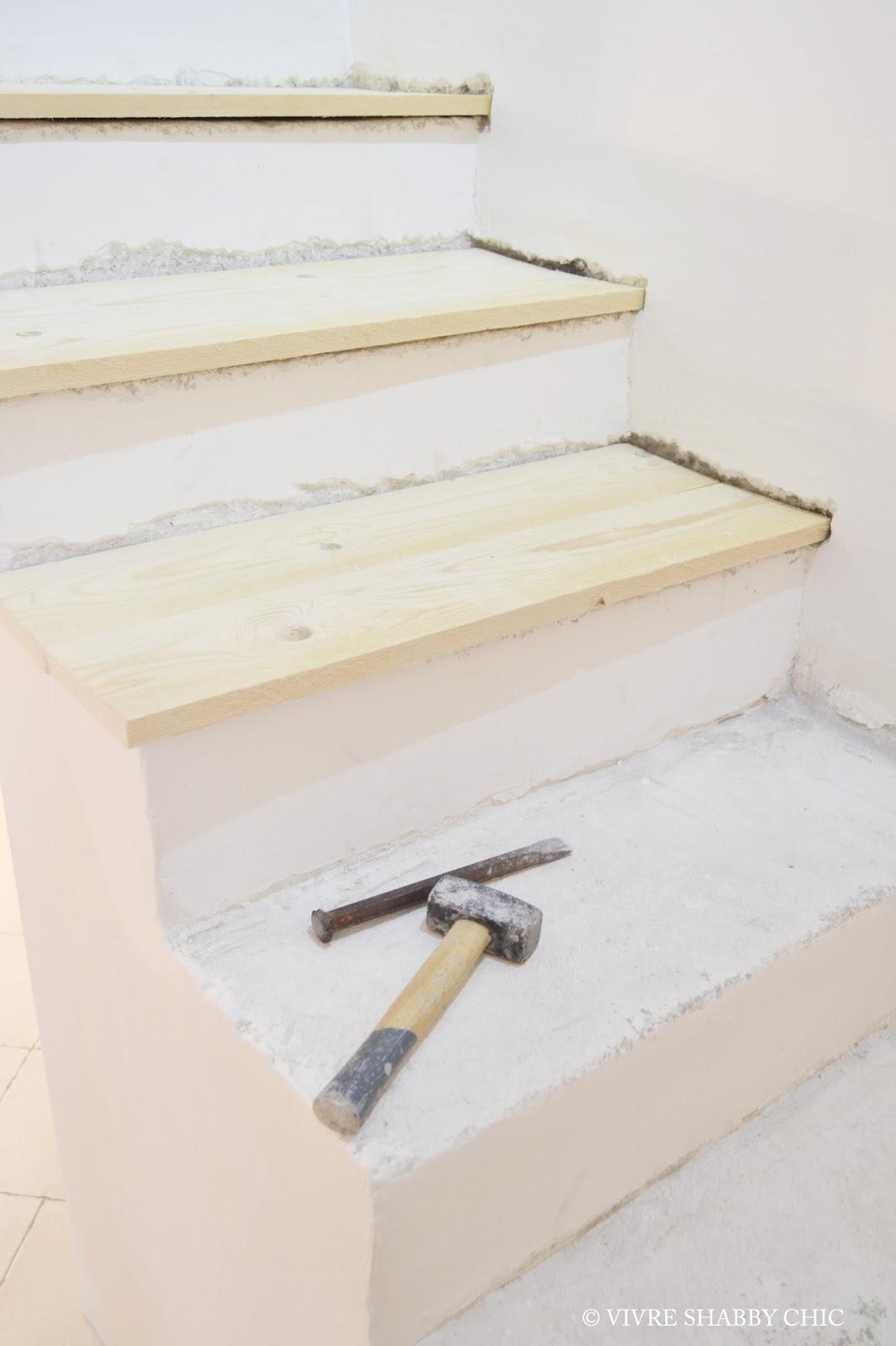 Vivre shabby chic casa rivestire in legno una scala interna for Rivestire una scala in legno