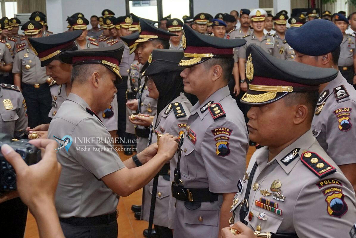 AKBP Titi Hastuti Serahkan Jabatan Kapolres Kebumen kepada AKBP Arief Bahtiar