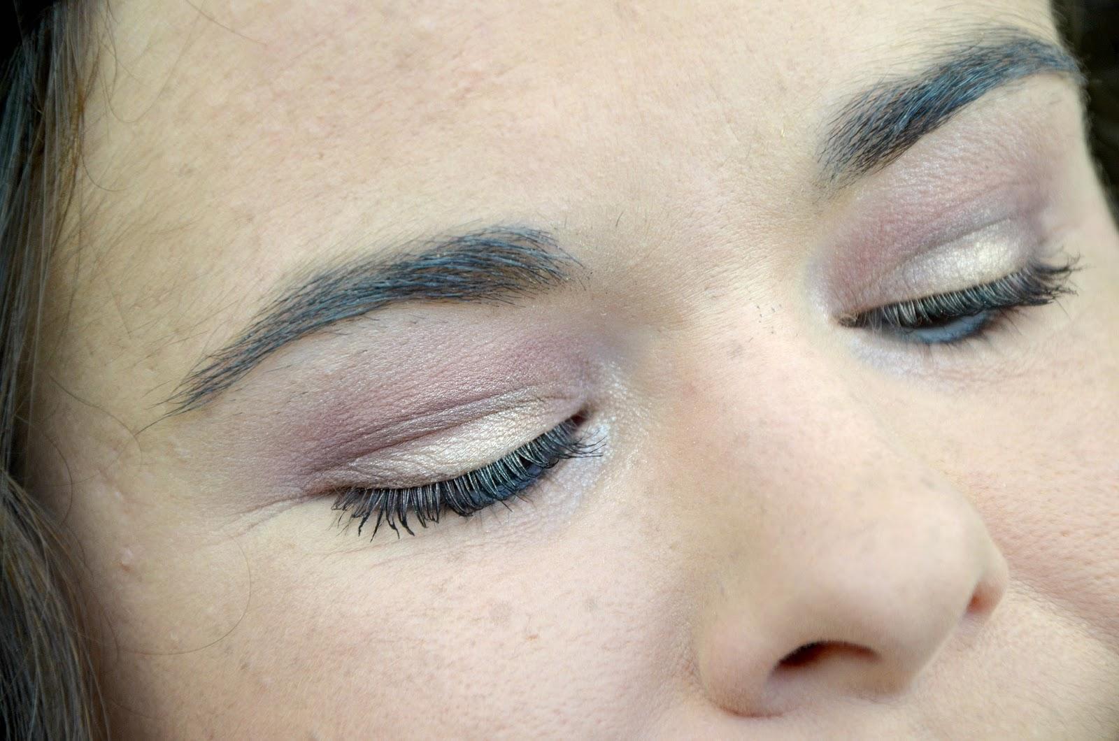Tutoriel maquillage avec la palette Modern Renaissance Anastasia Beverly Hills yeux fermés
