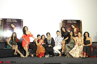 Vidya Balan with Ila Arun Gauhar Khan and other girls and star cast at Trailer launch of move Begum Jaan 011.JPG