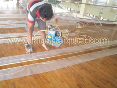 Proses finishing lantai kayu Jati