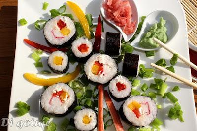 Sushi maki z papryką i paluszkami surimi (sushi dla początkujących)