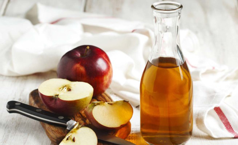 How to use apple cider vinegar to remove buildup