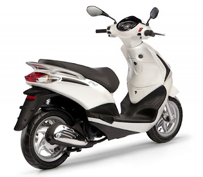 New 2016 Piaggio Fly 125cc Scooter white color rear pose