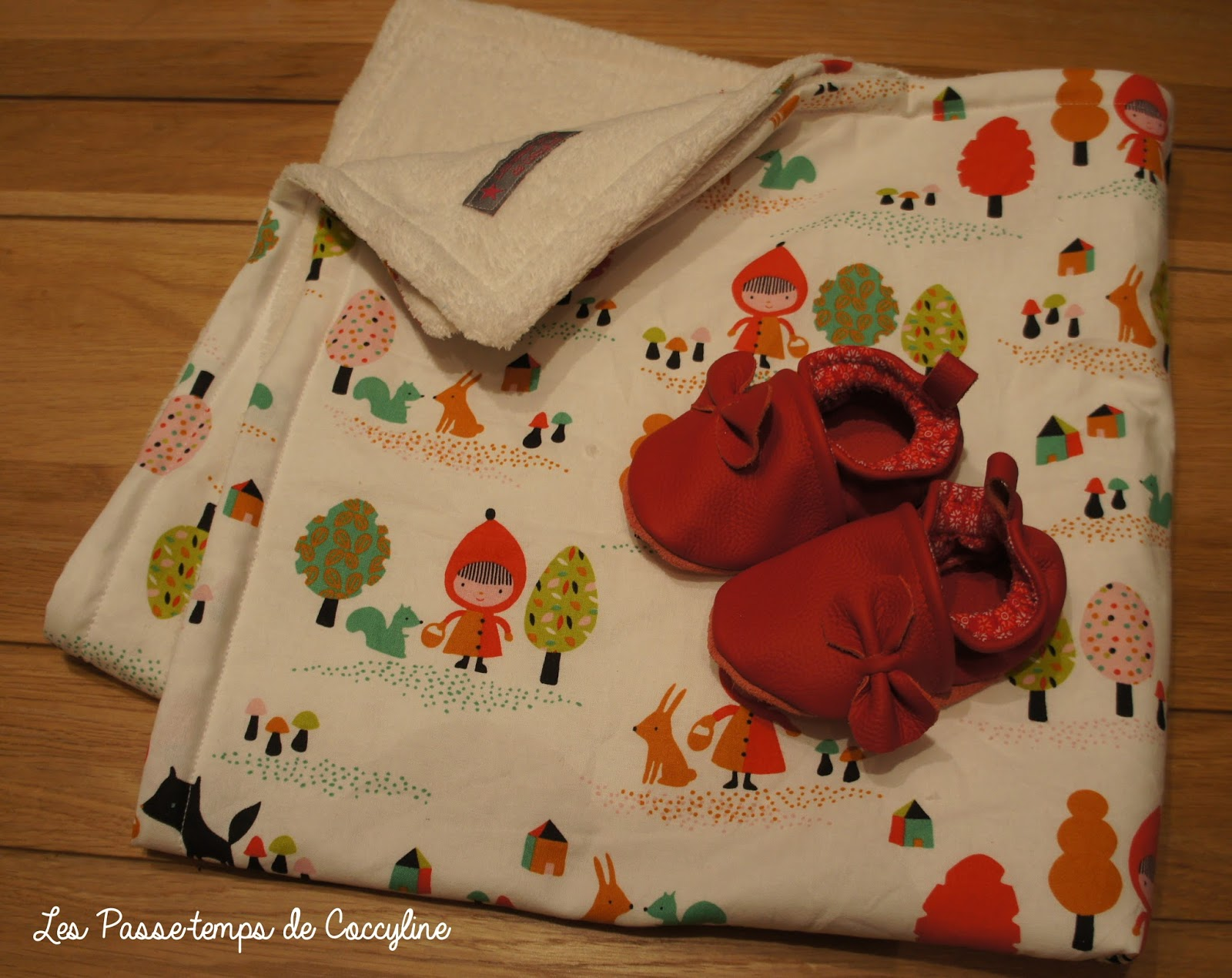 les passe temps de coccyline les chaussons du petit chaperon rouge. Black Bedroom Furniture Sets. Home Design Ideas