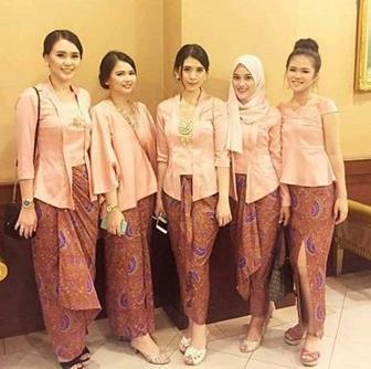 Model Kebaya Muslim Berhijab Untuk Wanita Muda
