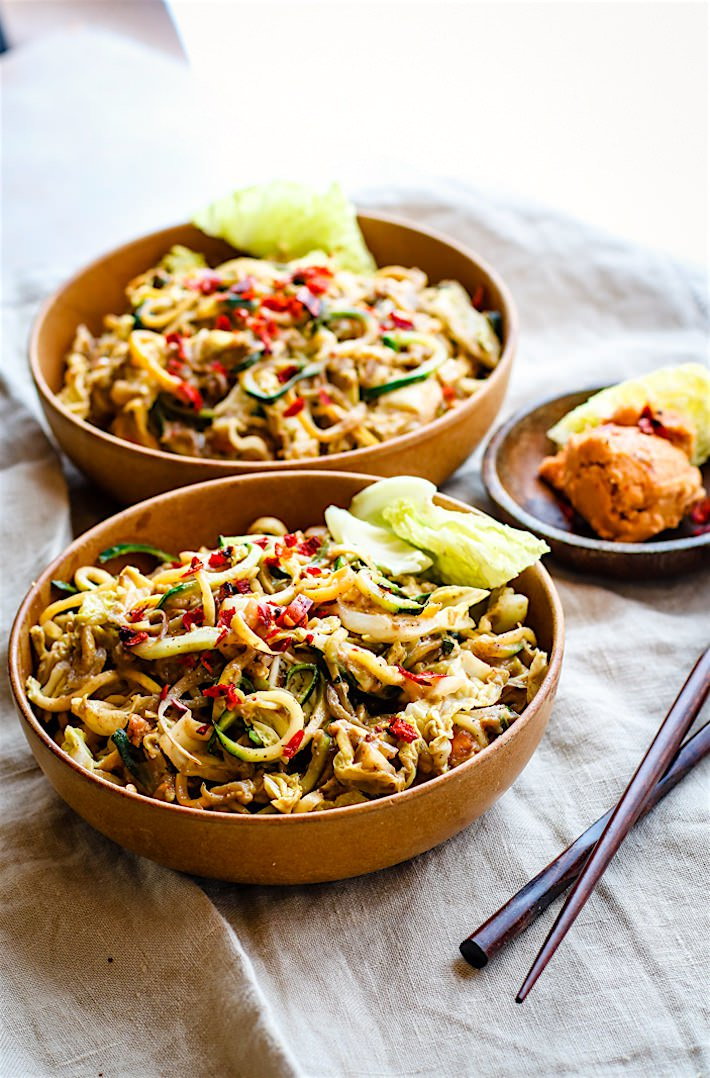 Spicy cashew sauce stir fried withspiralized vegetablesand takes just20 minutesto make. Healthy Swaps - Vegetable noodles for rice noodles and cashews instead of peanuts in the homemade satay sauce, just to make it more allergy friendly.