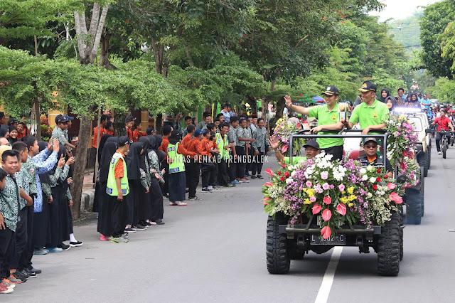 Antusias Warga Cukup Luar Biasa Saksikan Arak-arakan Piala Adipura tahun 2018