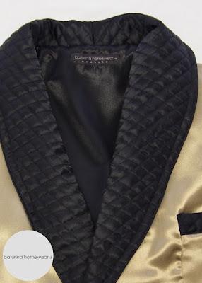 Stilvoll Edler Herren Hausmantel Gold Schwarz Seide Schalkragen gesteppt lang exklusiv Beige Nobel englisch Elegant Luxus seidener Morgenmantel