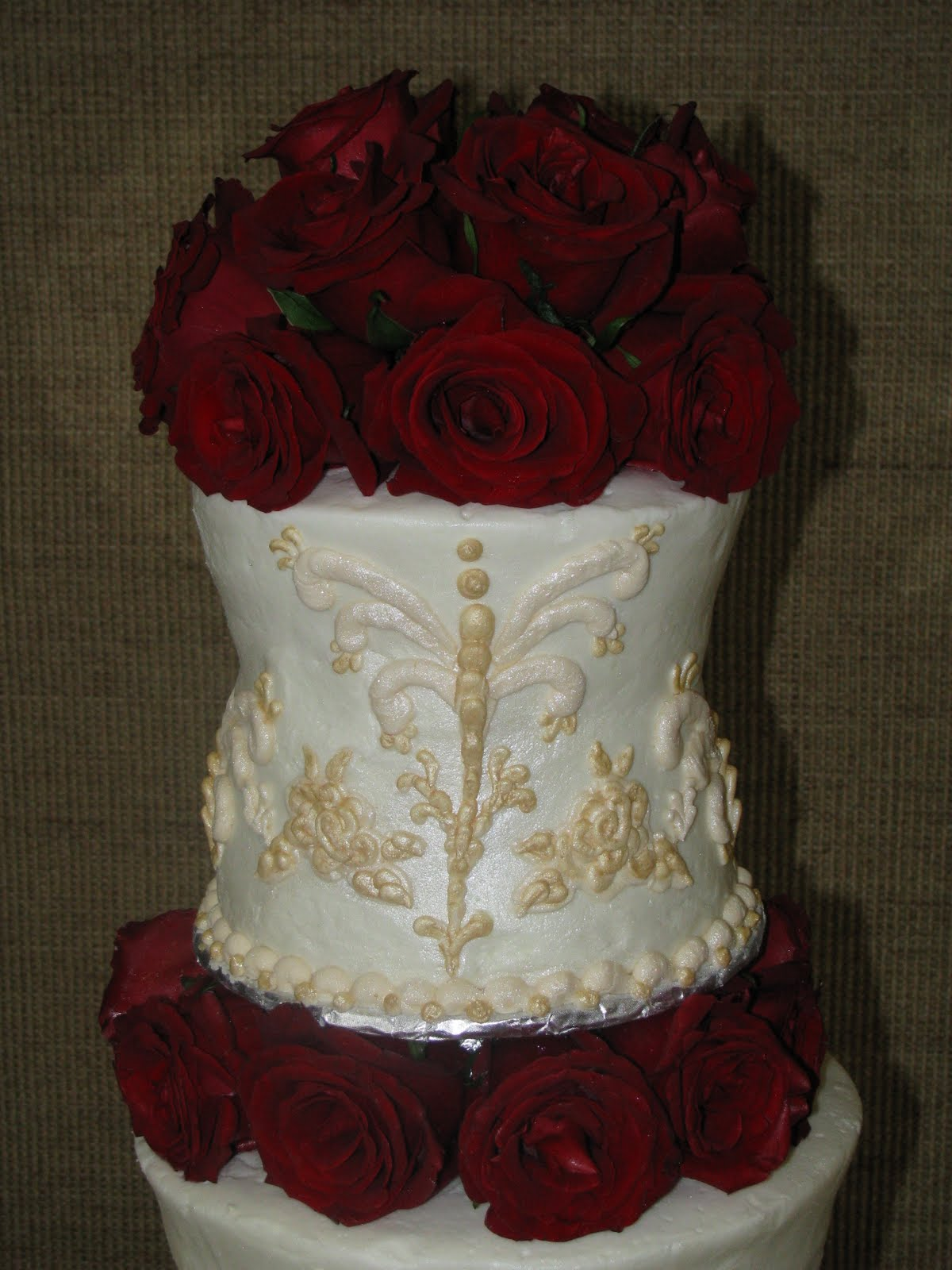 Ardis Cakes Ornate White And Gold With Red Roses Wedding Cake
