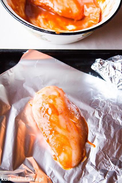 Soczysta pierś z kurczaka w marynacie miodowo-musztardowej
