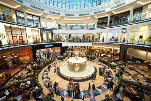 Dubai Buka Bioskop 'Drive-in' di Tengah Ancaman COVID-19 di Mall Emirates