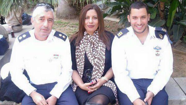 Una foto de Asher e Irit Shahar con su hijo Omri tomada antes de la muerte de Omri en junio de 2012. (Cortesía)