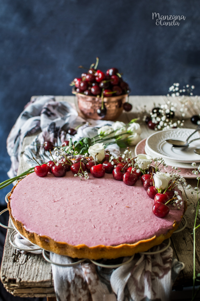 Tarta de mousse de cereza con base de shortbread